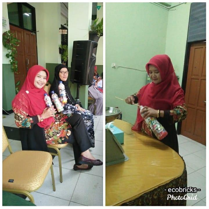 Ecobrick buah karya Ibu Dra. Hj. Sumartini, M.M (Kepala Sekolah) dan para guru SMAN 4 Bekasi
